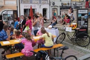 Das Braunau21-Agendabüro lud die Kinder ein, ihre Vorstellungen einer lebenswerten Stadt und einer wünschenswerten Zukunft aufzuzeichnen.